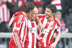 22-01-2011 VOETBAL: BAYERN MUNCHEN - FC KAISERLAUTERN: MUNCHEN<br /> Jubel bei den bayern nach dem tor zum 2-0 durch Mario Gomez (Bayern #33) mit Arjen Robben (Bayern #10) Mark van Bommel (Bayern #17)<br /> **NETHERLANDS ONLY**<br /> ©2011-WWW.FOTOHOOGENDOORN.NL / NPH-Straubmeier