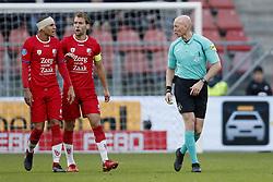 (L-R) Ramon Leeuwin of FC Utrecht, Willem Janssen of FC Utrecht, referee Siemen Mulder during the Dutch Eredivisie match between FC Utrecht and Heracles Almelo at the Galgenwaard Stadium on December 17, 2017 in Utrecht, The Netherlands