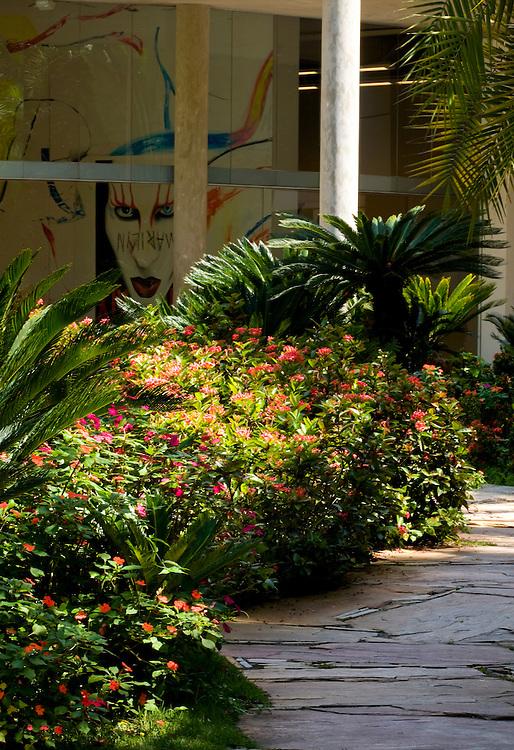 Brumadinho_MG, Brasil...Centro de Arte Contemporanea Inhotim (CACI). Na foto a obra Michael Majerus - You Know, You've Got a Bad Habit, You Breath, acrilica sobre tela...The Inhotim Contemporary Art Center (CACI). In this photo the art of Michael Majerus - You Know, You've Got a Bad Habit, You Breath...Foto: LEO DRUMOND / NITRO.