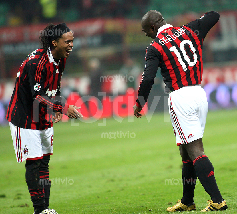 FUSSBALL INTERNATIONAL SERIE A SAISON 2009/2010  14.03.2010 AC Mailand - AC Chievo Verona Clarence Seedorf  mit Ronaldinho  (Milan)