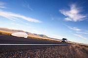 Ryohei Komori tijdens In Battle Mountain (Nevada) wordt ieder jaar de World Human Powered Speed Challenge gehouden. Tijdens deze wedstrijd wordt geprobeerd zo hard mogelijk te fietsen op pure menskracht. Het huidige record staat sinds 2015 op naam van de Canadees Todd Reichert die 139,45 km/h reed. De deelnemers bestaan zowel uit teams van universiteiten als uit hobbyisten. Met de gestroomlijnde fietsen willen ze laten zien wat mogelijk is met menskracht. De speciale ligfietsen kunnen gezien worden als de Formule 1 van het fietsen. De kennis die wordt opgedaan wordt ook gebruikt om duurzaam vervoer verder te ontwikkelen.<br /> <br /> In Battle Mountain (Nevada) each year the World Human Powered Speed Challenge is held. During this race they try to ride on pure manpower as hard as possible. Since 2015 the Canadian Todd Reichert is record holder with a speed of 136,45 km/h. The participants consist of both teams from universities and from hobbyists. With the sleek bikes they want to show what is possible with human power. The special recumbent bicycles can be seen as the Formula 1 of the bicycle. The knowledge gained is also used to develop sustainable transport.