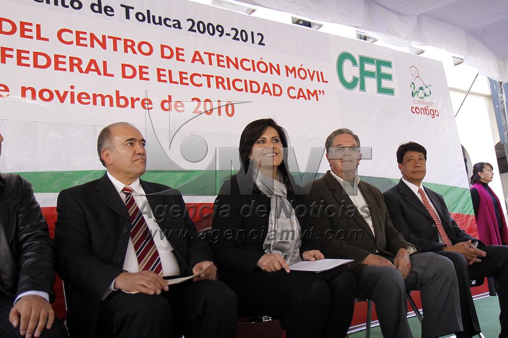 TOLUCA, México.- María Elena Barrera Tapia, alcaldesa de Toluca, inauguro el Centro Móvil de la Comisión Federal de Electricidad en donde los usuarios de este servicio podrán consultar su cuenta, pagar, hacer reclamaciones. Agencia MVT / Crisanta Espinosa. (DIGITAL)