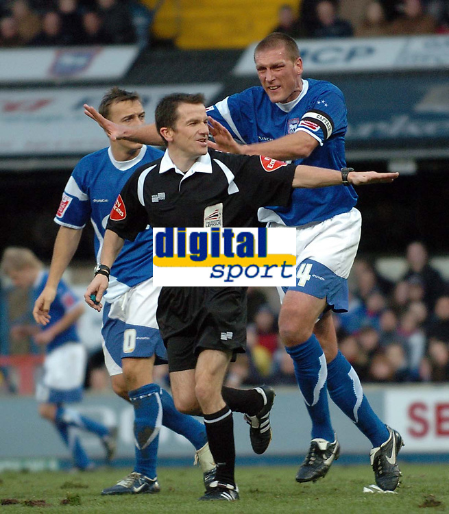 Photo: Ashley Pickering.<br />Ipswich Town v Sheffield Wednesday. Coca Cola Championship. 11/11/2006.<br />Ipswich's Jason De Vos claims he was pushed
