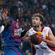 Galatasaray's Luksa ANDRIC (R) and FC Barcelona Regal's Boniface NDONG (L) during their Euroleague group D matchday 5 Galatasaray between  FC Barcelona Regal at the Abdi Ipekci Arena in Istanbul at Turkey on Thursday, November 17 2011. Photo by TURKPIX