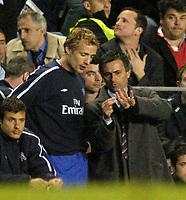 Fotball<br /> England 2004/2005<br /> Foto: SBI/Digitalsport<br /> NORWAY ONLY<br /> <br /> Chelsea v Arsenal<br /> Barclays Premiership. 20/04/2005<br /> <br /> Jose Mourinho gives instructions to Jiri Jarosik