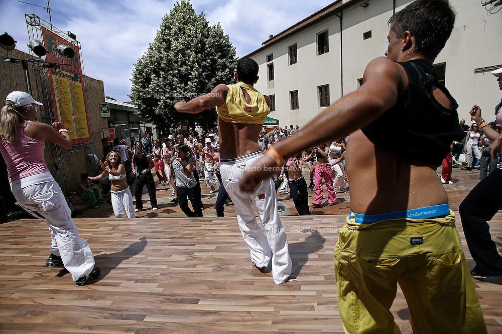 Italy, Florence, Fortezza da Basso, Fitfestival, salsa dance lesson