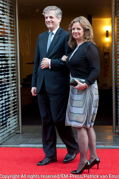 Aankomst koninklijke familie bij het Koningsdagconcert in de Philharmonie Haarlem.<br /> <br /> Arrival royal family at the Koningsdagconcert in the Philharmonie Haarlem.<br /> <br /> op de foto / On the photo: