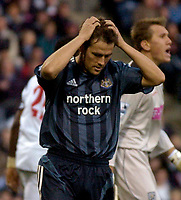 Photo: Glyn Thomas.<br />West Bromwich Albion. Newcastle Utd. The Barclays Premiership. 30/10/2005.<br /> Michael Owen holds his head in his hands as Newcastle miss a great chance to score.