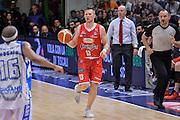 DESCRIZIONE : Beko Legabasket Serie A 2015- 2016 Playoff Quarti di Finale Gara3 Dinamo Banco di Sardegna Sassari - Grissin Bon Reggio Emilia<br /> GIOCATORE : Rimantas Kaukenas<br /> CATEGORIA : Palleggio<br /> SQUADRA : Grissin Bon Reggio Emilia<br /> EVENTO : Beko Legabasket Serie A 2015-2016 Playoff<br /> GARA : Quarti di Finale Gara3 Dinamo Banco di Sardegna Sassari - Grissin Bon Reggio Emilia<br /> DATA : 11/05/2016<br /> SPORT : Pallacanestro <br /> AUTORE : Agenzia Ciamillo-Castoria/L.Canu