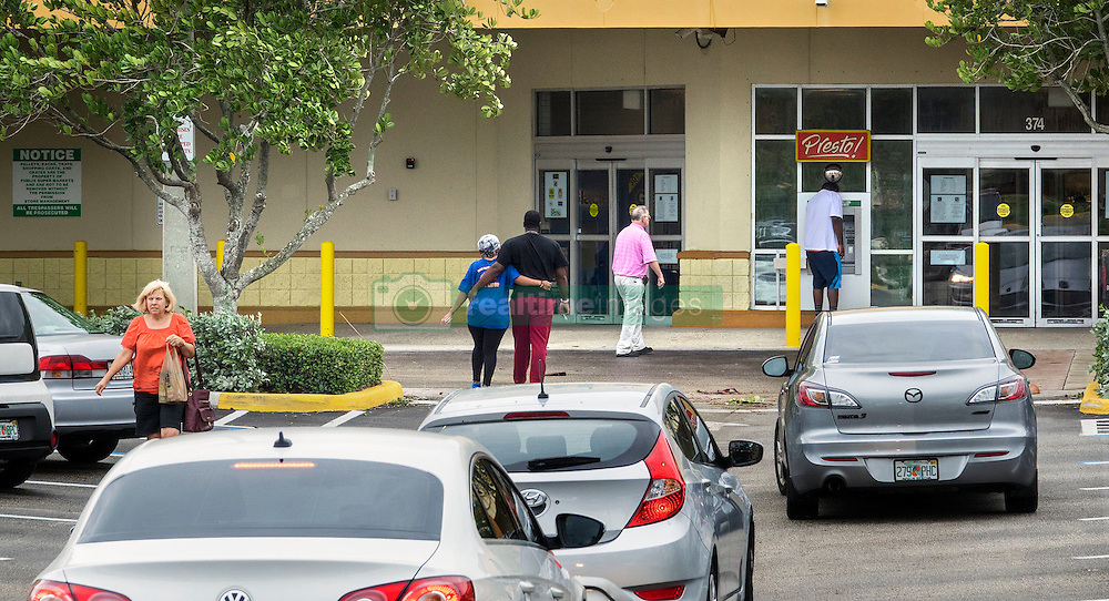 October 7, 2016 - Florida, U.S. - Customers flock to Publix on US 1 at Northlake Boulevard in North Palm Beach Friday morning, October 7, 2016 after the passing of Hurricane Matthew. (Credit Image: © Lannis Waters/The Palm Beach Post via ZUMA Wire)