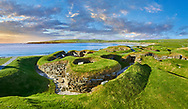 The neolithic village ruins of Skara Brae, circa 2,500,  a UNESCO World Heritage Site. Orkney, Scotland .<br /> <br /> Visit our SCOTLAND HISTORIC PLACXES PHOTO COLLECTIONS for more photos to download or buy as wall art prints https://funkystock.photoshelter.com/gallery-collection/Images-of-Scotland-Scotish-Historic-Places-Pictures-Photos/C0000eJg00xiv_iQ<br /> '<br /> Visit our PREHISTORIC PLACES PHOTO COLLECTIONS for more  photos to download or buy as prints https://funkystock.photoshelter.com/gallery-collection/Prehistoric-Neolithic-Sites-Art-Artefacts-Pictures-Photos/C0000tfxw63zrUT4