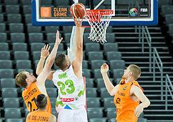 08-09-2015 CRO: FIBA Europe Eurobasket 2015 Slovenie - Nederland, Zagreb<br /> De Nederlandse basketballers hebben de kans om doorgang naar de knockoutfase op het EK basketbal te bereiken laten liggen. In een spannende wedstrijd werd nipt verloren van Slovenië: 81-74 / Alen Omic of Slovenia between Robin Smeulders of Netherlands and Henk Norel of Netherlands. Photo by Vid Ponikvar / RHF