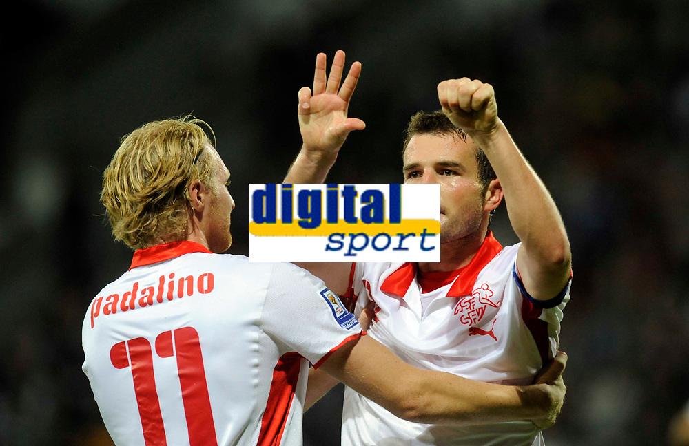 Alex Frei (SUI) jubelt nach dem Tor zum 0-1 mit Marco Padalino. © Valeriano Di Domenico/EQ Images