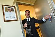 Roma, 19.06.18. Gianni Crea, jefe del equipo de claveros, sale del bunker que custodia las 2.797 llaves de los Museos Vaticanos, <br /> Foto: Víctor Sokolowicz