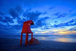 Casinha de salva-vidas na beira da praia de Tramandaí, ao nascer do sol. FOTO: Jefferson Bernardes/Preview.com
