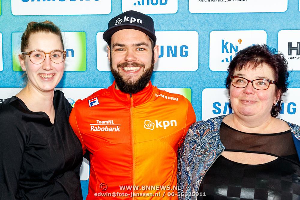 NLD/Amsterdam/20180119 - Inloop premiere Hyena's op het IJs, Sjinkie Knegt en zijn moeder
