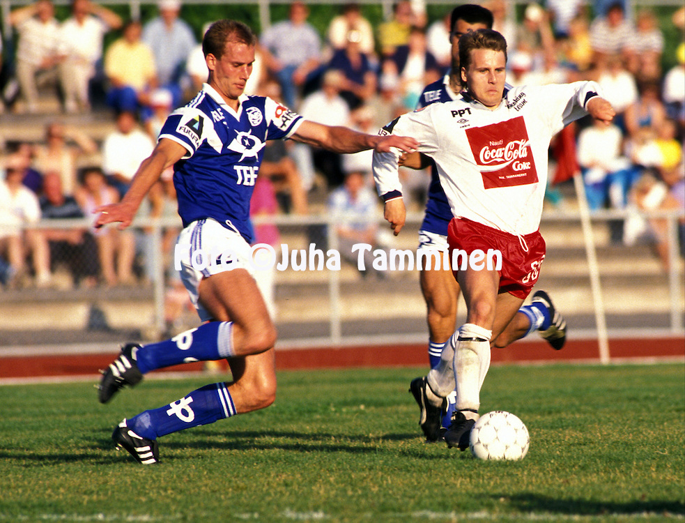 28.07.1991, Pori, Finland..Jalkapalloliiga, Porin Pallo-Toverit v Rovaniemen Palloseura.Anders Eriksson (RoPS) v Risto Koskikangas (PPT).©JUHA TAMMINEN