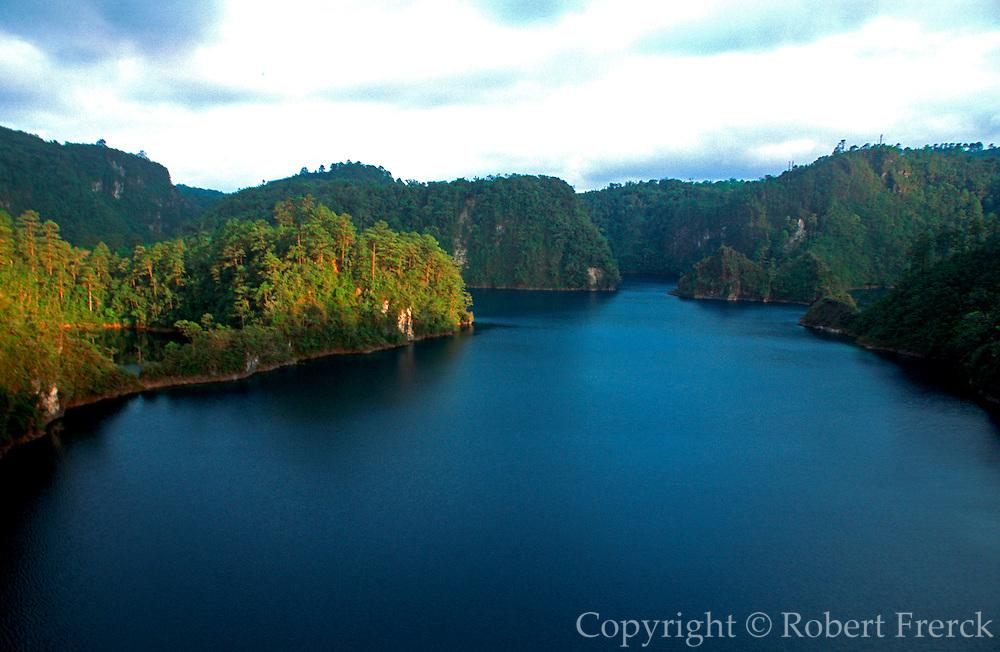 MEXICO, SOUTH, CHIAPAS, LANDSCAPES Lagos de Montebello, a chain of beautiful mountain lakes on the Guatemala border near Comitan