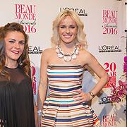 NLD/Amsterdam/20160118 -  Beau Monde Awards 2016, Josje Huisman en Vicky Janssens (r)