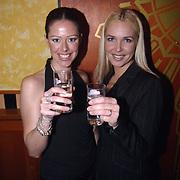 Uitreiking populariteitsprijs 2002, Denise Boekhoff en vriendin