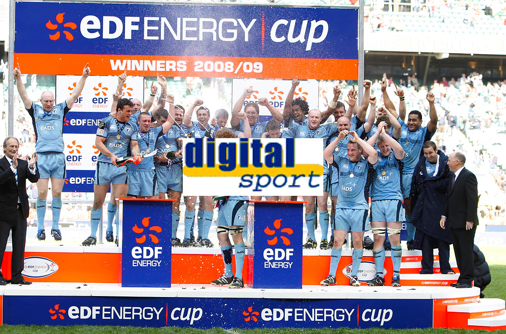 Photo: Richard Lane/Richard Lane Photography. Gloucester Rugby v Cardiff Blues. Anglo Welsh EDF Energy Cup Final. 18/04/2009. Cardiff Blues celebrate victory with the Cup.