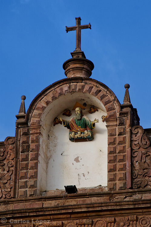 A DETAIL OF ONE OF THE SCULPTURES OF SAITNS IN THE CATHEDRAL OF CUSCO IN PERU.