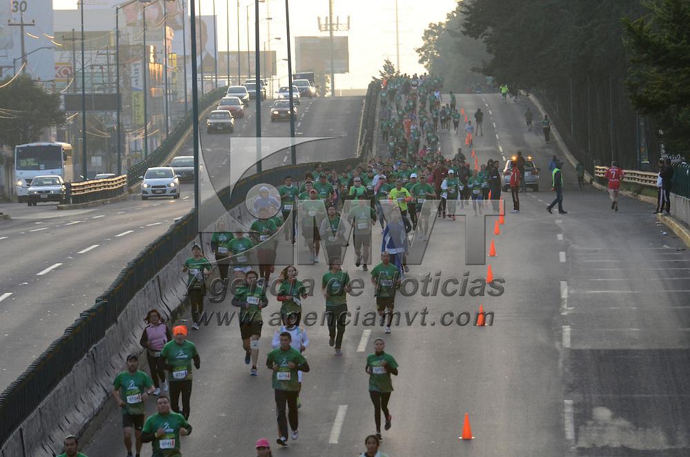 Toluca, México (Octubre 23, 2016).- Más de mil corredores participaron en la Carrera Átletica Conmemorativa del Día del Médico, organizada por la UAEM y el ISSEMYM, con el mensaje Transfórmate a través del Ejercicio.  Agencia MVT / Arturo Hernández.