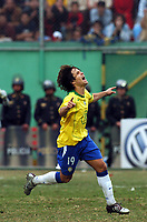 25/07/04 - LIMA - PERU -  COPA AMERICA PERU 2004 -  BRASIL - BRAZIL (5) win by penalty  over ARGENTINA (3) - BRAZIL CHAMPION CELEBRATION.<br />Brazilian N*19 DIEGO celebrating his penalty goal.<br />©G.P./Argenpress.com