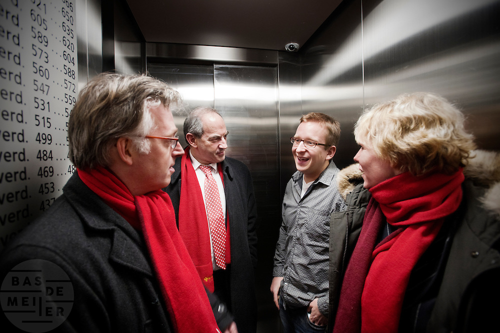 Job Cohen is samen met Marleen Barth (rechts) en Bert de Vries (links) op weg naar de woning van Frank Maas om te praten over de woningmarkt voor starters. De PvdA voert campagne in Utrecht voor de Provinciale Statenverkiezingen.<br /> <br /> Dutch Labour party leader Job Cohen (2nd left) is on his way to the apartment of Frank Maas, together with Bert de Vries (left) and Marleen Barth to discuss the problems of the housing market. De labour party PvdA is campaigning for the elections.
