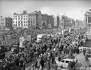 17/03/1954<br /> 03/17/1954<br /> 17 March 1954<br /> St. Patrick's Day Industrial Parade, Dublin. The parade crossing O'Connell Bridge.