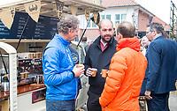 TILBURG - De tweede editie van de ING Private Banking Golfweek vindt plaats van 7 tot en met 9 juli op golfclub Prise d'eau in Tilburg. Een evenement voor jong en oud waarbij kijken, beleven en zelf doen centraal staan en de toegang gratis is. Dit unieke evenement waar topsport en breedtesport samenkomen is op 6 april aangekondigd op golfclub Prise d'eau. Robert-Jan Derksen introduceerde dé golf experience van Nederland. FOTO KOEN SUYK
