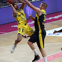 #25 Kenneth Ogbe von Alba Berlin   , #24 Rasid Mahalbasic von Baskets Oldenburg <br /> Basketball, nph0001 1.Bundesliga BBL-Finalturnier 2020.<br /> Halbfinale Spiel 2 am 24.06.2020.<br /> <br /> Alba Berlin vs EWE Baskets Oldenburg <br /> Audi Dome<br /> <br /> Foto: Christina Pahnke / sampics  / POOL / nordphoto<br /> <br /> National and international News-Agencies OUT - Editorial Use ONLY