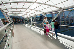 North America, United States, Washington, Bellevue, children on pedestrian skybridge between Bellevue Square and Lincoln Square