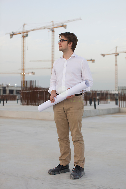 Masdar Institute of Science and Technology: ASIA, UNITED ARAB EMIRATES, EMIRATE ABU DHABI, ABU DHABI, 25.01.2010: Portrait of architect Juergen Haepp, Associate Partner at Foster + Partners.