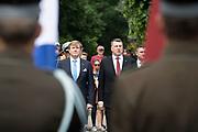 Koning Willem Alexander brengt een staatsbezoek aan de Republiek Letland. ///  King Willem Alexander makes a state visit to the Republic of Latvia.<br /> <br /> Op de foto / On the photo: Koning Willem Alexander en Renars Vejonis, president van Letland bij de Bloemlegging bij het Freedom Monument // King Willem Alexander and Renars Vejonis, president of Latvia on departure at the official moment at the Freedom Monument