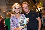 Presentatie van het nieuwe kookboek Appeltje, eitje!van Tooske Ragas in Huize Frankendael in Amsterdam.<br /> <br /> Op de foto:  Tooske Ragas met partner Bastiaan Ragas