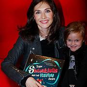 NLD/Amsterdam/20121113 - Presentatie DE Sinterklaasboekjes 2012, Carice van Houten met haar boek