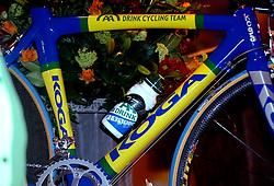 08-03-2006 WIELRENNEN: TEAMPRESENTATIE AA CYCLINGTEAM: ALPHEN AAN DE RIJN<br /> Fiets, bidon - sponsoring<br /> Copyrights: WWW.FOTOHOOGENDOORN.NL