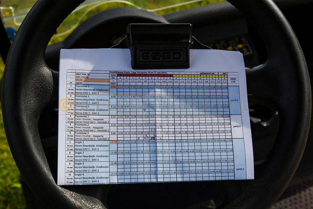 17-05-2015 NGF Competitie 2015, Hoofdklasse Heren - Dames Standaard - Finale, Golfsocieteit De Lage Vuursche, Den Dolder, Nederland. 17 mei. VARIOUS Startlijst tijdens de singles.