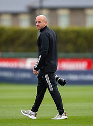 CARDIFF, WALES - Wednesday, September 2, 2020: Photographer John Smith during a training session at the Vale Resort ahead of the UEFA Nations League Group Stage League B Group 4 match between Finland and Wales. (Pic by David Rawcliffe/Propaganda)