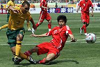 Fotball ,  Jade North (Australia, li.) gegen Zhu Ting (Kina) - <br /> <br /> quer, Zweikampf, Ball WM Qualifikation 2008, Nationalteam, Nationaltrikot Kunming China - Australien 0:0 <br /> <br /> <br /> Norway only
