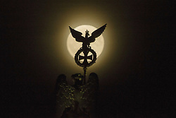 November 14, 2016 - Berlin, Germany - The quadriga on Brandenburg Gate is pictured as the so called 'super moon' raises in Berlin, Germany on November 14, 2016. The moon was in its orbit at closest point to Earth after 70 years. (Credit Image: © Emmanuele Contini/NurPhoto via ZUMA Press)