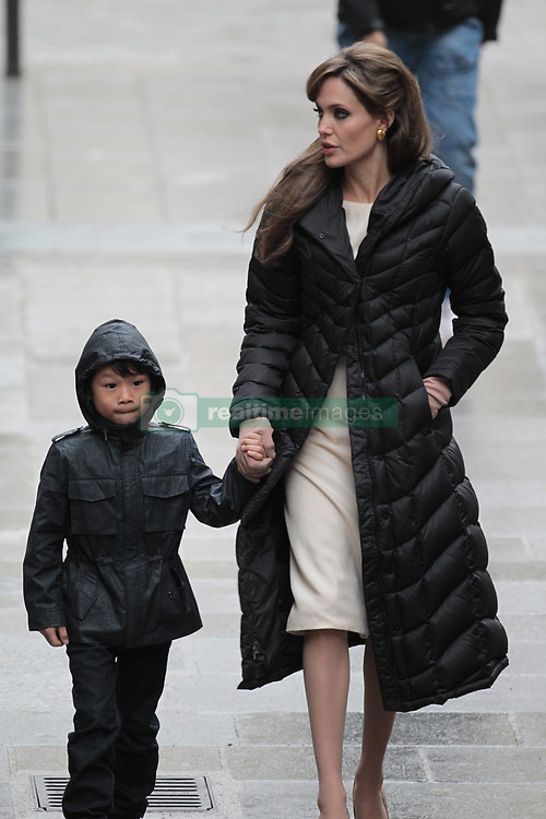 Please hide the child's face prior to the publication - Exclusive - Angelina Jolie and Maddox during the set of The Tourist in Paris, France on In Paris, France on February 25, 2010. Photo by ABACAPRESS.COM    563974_003 Paris France