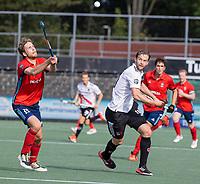 AMSTELVEEN -  Mirco Pruyser (Amsterdam) met Jasper van der Looy (Tilburg)   tijdens de hockey hoofdklasse competitiewedstrijd  heren, Amsterdam-HC Tilburg (3-0).  COPYRIGHT KOEN SUYK