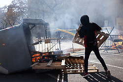 March 30, 2019 - Barcelona, Espanha - BARCELONA, CA - 30.03.2019: MANIFESTATION OF THE VOX IN BARCELONA - The CDR (Committe in Defense of the Republic) is launching some wood to increase the fire, in order to avoid the police to pass through, Barcelona, 2019 March 30. (Credit Image: © Nicolò Ongaro/Fotoarena via ZUMA Press)