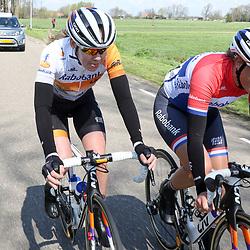 16-04-2016: Wielrennen: IJsseldelta Topcompetitie vrouwen: Zwolle<br />ZWOLLE (NED) wielrennen <br />Wind was in deze editie de grootste tegenstanders van de vrouwen.<br />Anna van der Breggen, Lucinda Brand
