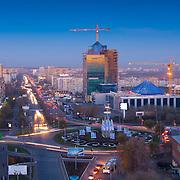 Вид сверху на кольцо ул Чкалова и строительство здания Газпром Добыча Оренбург.