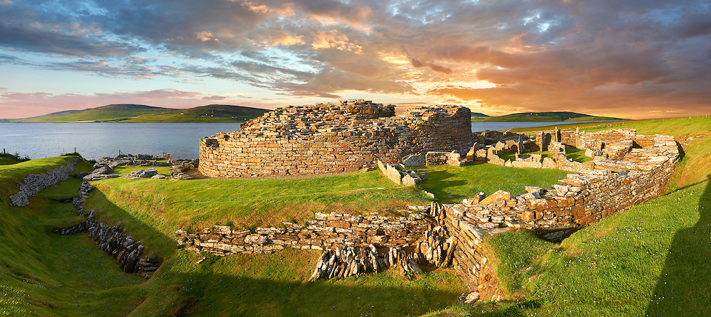 The Broch of Gurness is a rare example of a well preserved brooch village. Dating from 500 to 200BC the central round tower probably reached 10 meters. This was surrounded by thatched roofed houses. The settlement was surrounded by walls and two deep ditches. Gurness was probably the most important settlement on Orkney 2000 years ago. Mainland Orkney, Scotland. .<br /> <br /> Visit our SCOTLAND HISTORIC PLACXES PHOTO COLLECTIONS for more photos to download or buy as wall art prints https://funkystock.photoshelter.com/gallery-collection/Images-of-Scotland-Scotish-Historic-Places-Pictures-Photos/C0000eJg00xiv_iQ<br /> '<br /> Visit our PREHISTORIC PLACES PHOTO COLLECTIONS for more  photos to download or buy as prints https://funkystock.photoshelter.com/gallery-collection/Prehistoric-Neolithic-Sites-Art-Artefacts-Pictures-Photos/C0000tfxw63zrUT4