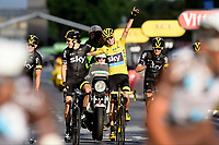 Sykkel<br /> Foto: PhotoNews/Digitalsport<br /> NORWAY ONLY<br /> <br /> FROOME Christopher of Team Sky in the yellow leader jersey passing the finish line with hos teammates during the stage 21 of the 102nd edition of the Tour de France 2015 with start in Sevres - Grznd Paris Seine Ouest and finish in Paris - Champs-Elysees, France (109,5 kms)