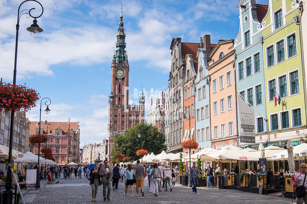 Długa Street in Gdansk's Old Town, with the Gothic-Renaissance town hall with a 37 bell carillon, 'Muzeum Historyczne Miasta Gdańska'.